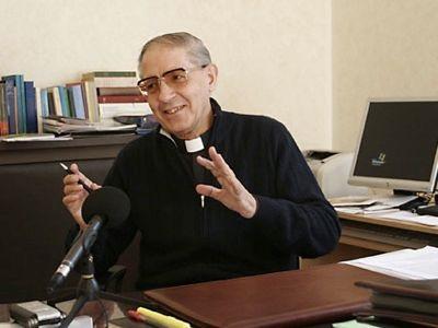 Padre Adolfo Nicolas.jpg