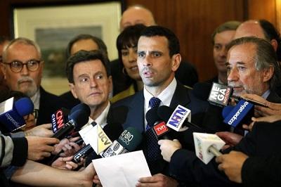 Capriles en Chile.jpg