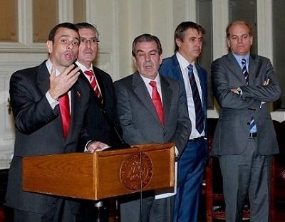Funan a Capriles en Chile.jpg