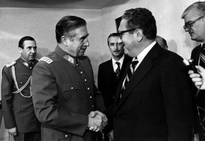 Henry Kissinger y Augusto Pinochet.jpg