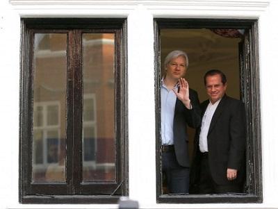 Julian Assange en la embajada de Ecuador en Londres.jpg