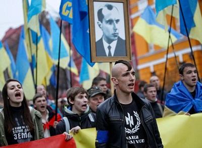 Marcha neonazi en Ucrania.jpg