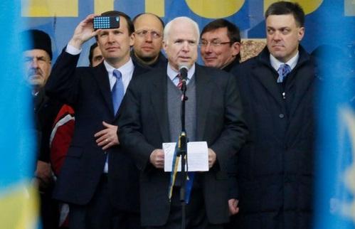 McCain y Tyahnybok.jpg