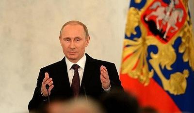 Putin firma por Crimea y Sebastopol.jpg